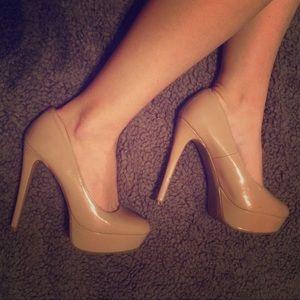 Killer nude heels 👠